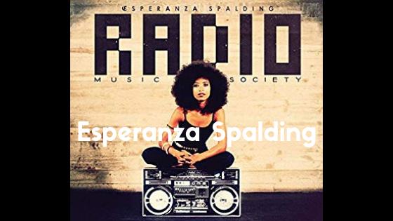 Esperanza Spalding(エスペランザ・スポルディング)「Radio Music Society」|ジャンルも溶かすようなメロウな歌声とベース